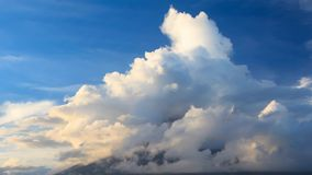 Вулкан i Mt Mayon сток-видео