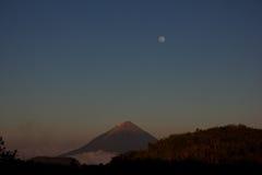 Вулкан Inierie в Flores Стоковые Фотографии RF
