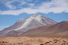 Вулкан Ollague в Саларе De Uyuni, Боливии Стоковая Фотография