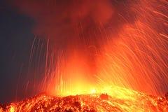 Вулкан Pacaya извержения Strombolian извергая Стоковые Фотографии RF