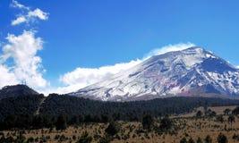 Вулкан Popocatepetl стоковые фото