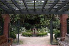 Вход в спрятанный сад фонтана Стоковое Фото