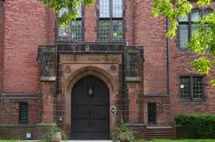 Вход здания Hall Чэпмена в Milwaukee стоковые изображения