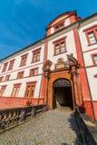 Вход к барочному замку в Zakupy, зона Doksy, чехия стоковые изображения