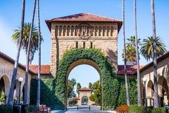 Вход к главному кваду на Стэнфордском университете; Стоковое Фото