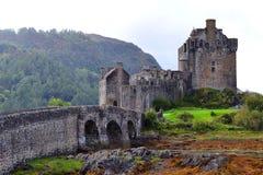 Вход к замку Eilean Donan, Шотландии стоковые фотографии rf