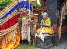 Вход к индусскому виску на улице Uluwatu в Jimbaran стоковое изображение