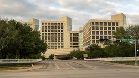 Вход к северному кампусу центра UTSouthwestern медицинского, Далласа Техаса стоковые фото