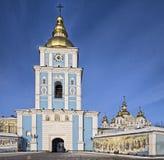 Вход к St Майкл позолотил собор в Киев стоковое фото