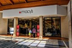 Вход мола магазина ` s Macy стоковая фотография