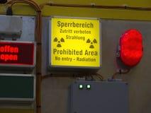 вход отсутствие знака радиации Стоковые Изображения RF