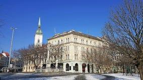 Вход старого городка города Братиславы и башни церков стоковые фотографии rf