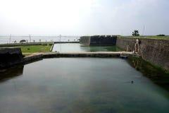 Вход стороны моря с ровом форта Джафны стоковые изображения