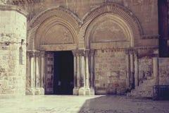 Вход церков святого Sepulcher, Иерусалима, Израиля стоковые фотографии rf