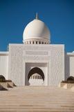 Вход шейха Zayed Мечети в Abu Dhabi Стоковые Изображения RF
