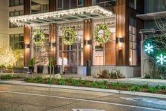 Вход здания с украшениями рождества Стоковое Фото
