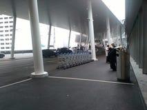Вход и стояночная площадка Цюрих-авиапорта ZRH Стоковое Изображение
