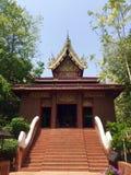 Вход к буддийскому виску в Чиангмае, Таиланде стоковая фотография