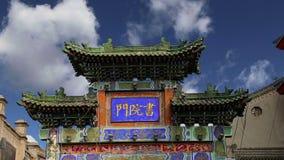 Вход к буддийскому виску -- Xian Sian, XI `, провинция Шэньси, Китай акции видеоматериалы