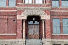 Вход к здание муниципалитету Стоковое Фото