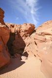 Вход к каньону шлица с голубым небом Стоковые Изображения RF