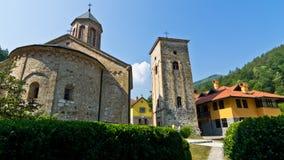 Вход к монастырю Rača установленному в. столетии 13, около национального парка Тары стоковые изображения rf