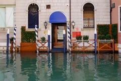 Вход к дому от улиц, каналы в Венеции, Италия, Стоковая Фотография RF