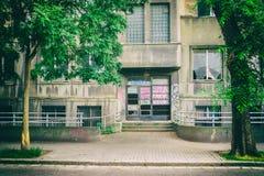 Вход к покинутому зданию Стоковое Изображение