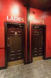 Вход к theWC, туалетам в ресторане, отделяется для ladie Стоковые Изображения RF