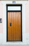 Входная дверь и 11 на светлой стене Стоковая Фотография RF
