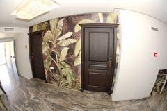 Входные двери к стилизованным комнатам в пятизвездочной гостинице в Kranevo, Болгарии Стоковое фото RF