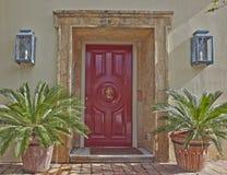 Вход дома и цветочные горшки, Афины Греция Стоковое Изображение RF