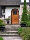 Вход дома с шагами flagstone Стоковое Изображение