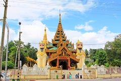 Вход пагоды Shwedagon, Янгон, Мьянма стоковое изображение rf