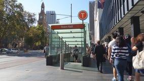 Вход станции ратуши в Сидней, Австралию акции видеоматериалы