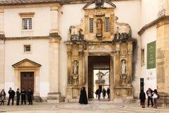 Вход университета Коимбра Португалия стоковое фото