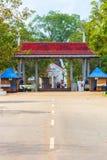 Въездные ворота v улицы Anuradhapura Sri Maha Bodhi Стоковая Фотография