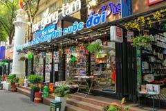 Въетнамская улица книги, куда все издателя, редакторы и магазины раскрывают поставщиков в популярной улице на районе 1 центрально стоковое изображение rf