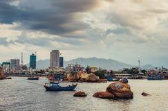 Въетнамские рыболовецкие судна в Nha Trang стоковое фото rf