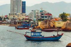Въетнамские рыболовецкие судна в Nha Trang стоковое изображение rf