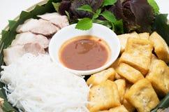Въетнамские традиционные тофу и овощ вермишели свинины плиты Стоковая Фотография