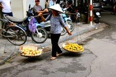 Въетнамские уличные торговцы Ханой женщин Стоковое фото RF