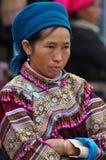 Въетнамские люди нося традиционный костюм в рынке Bac Ha, Стоковые Изображения RF