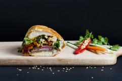 Въетнамский сандвич на предпосылке стоковые фотографии rf