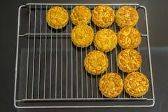 Въетнамский средний торт фестиваля осени Mooncakes традиционные печенья съеденные во время фестиваля Средний-осени Фестиваль вклю Стоковое фото RF