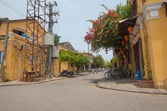 Въетнамский человек с мотором Стоковое фото RF