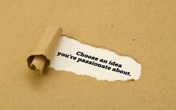 Выберите идею вы запальчиво о слове написанном под сорванной бумагой стоковые фото