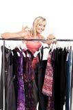 выберите одежды имеет множество к женщине стоковое изображение