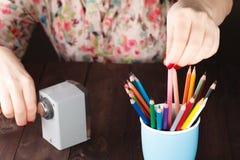 Выберите один карандаш от много различного другого стоковые фото