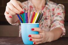 Выберите один карандаш от много различного другого стоковые изображения rf